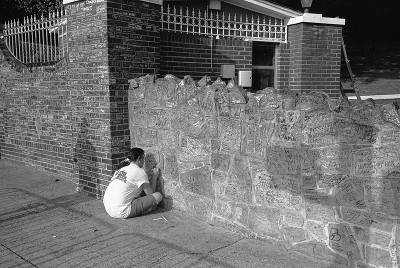 Inscribing the Graceland Wall, Elvis Death Day, Memphis, Tennessee, 2009